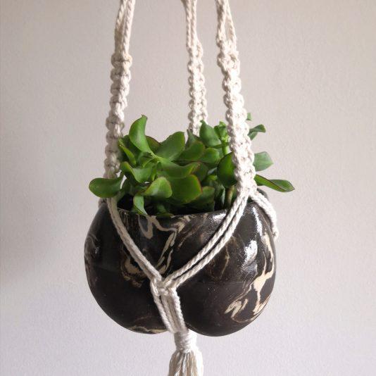 Hanging planter by Aga Robak